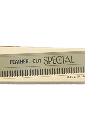 Feather Cut Blade. With Platinum Coated Edge. 6.5cm (L), 1.5cm (W). 10 pieces. Made in Japan. Sold as 1 pack or 10 packs.